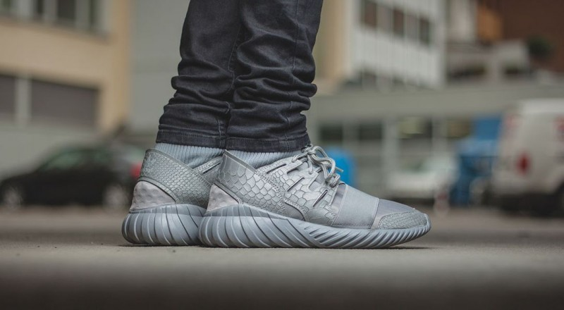 Adidas Tubular X Blue on feet