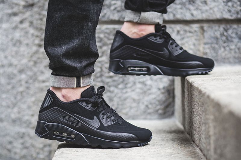 air-max-90-ultra-moire-blackout_02