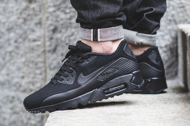 air-max-90-ultra-moire-blackout_03