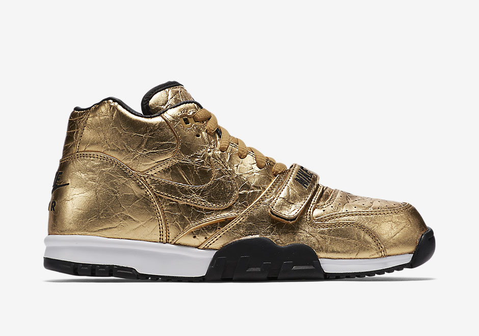 nike-air-trainer-1-gold-superbowl-50-1