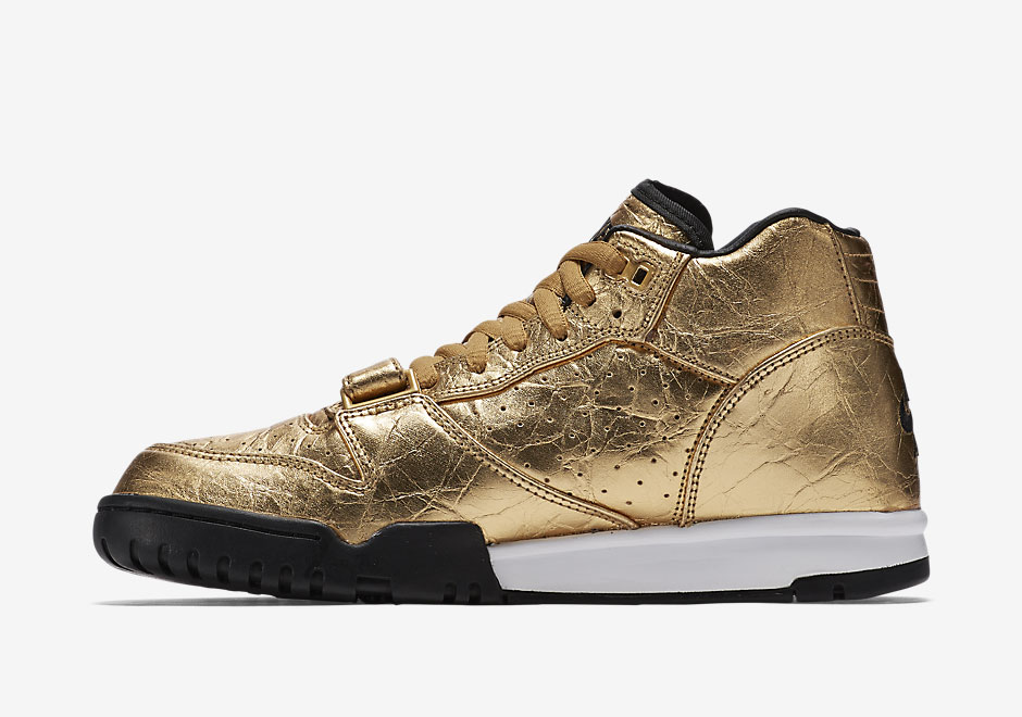 nike-air-trainer-1-gold-superbowl-50-3