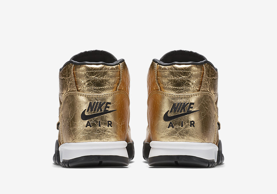 nike-air-trainer-1-gold-superbowl-50-6