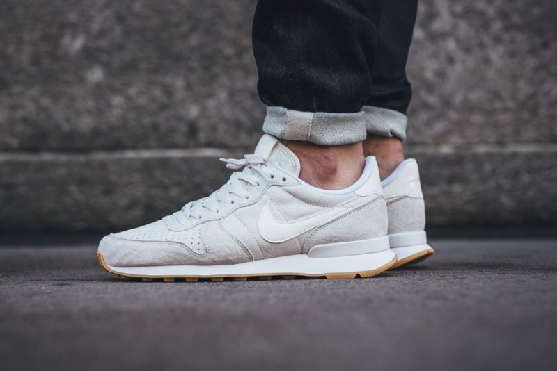 nike internationalist phantom white_05