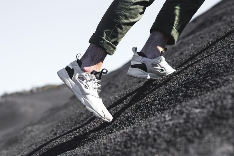 publish brand x reebok classic %22dark desert project%22_02