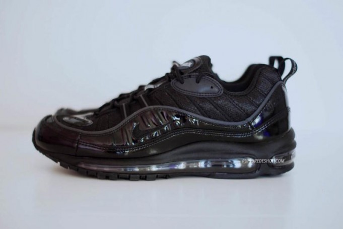supreme-nike-air-max-98-black-681x454