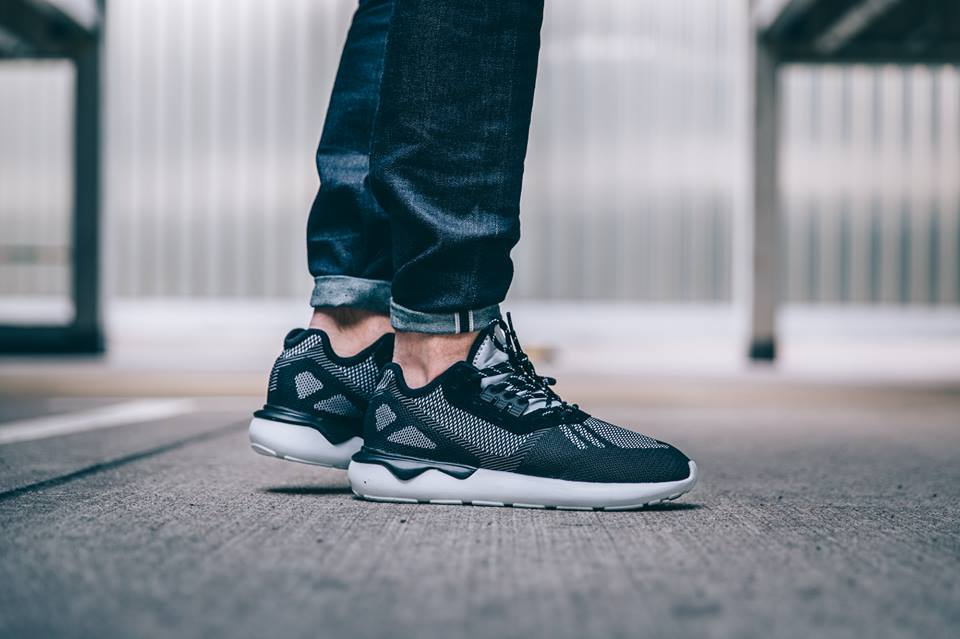 adidas-tubular-weave-core-black_02