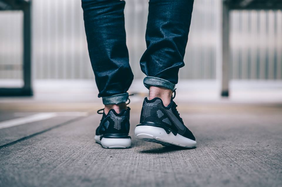 adidas-tubular-weave-core-black_03