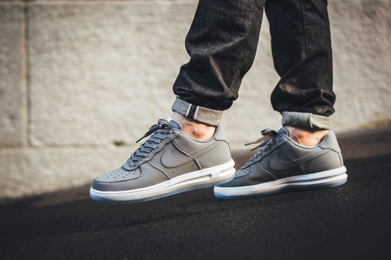 nike-lunar-air-force-1-wolf-grey_03