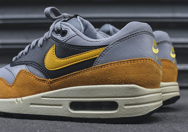 nike-wmns-air-max-1-wolf-grey-gold-leaf-4