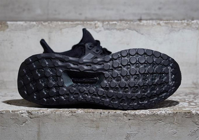 adidas-ultra-boost-triple-black-2-768x539