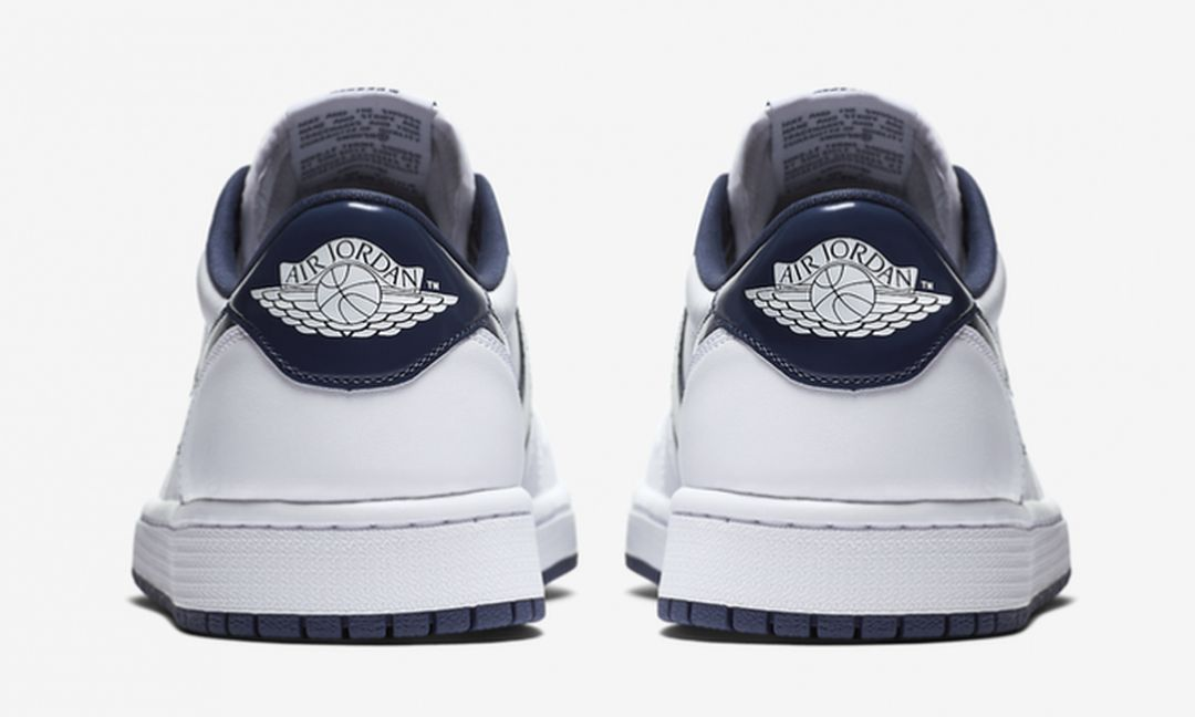 air-jordan-1-retro-low-og-white-midnight-navy-4-681x409