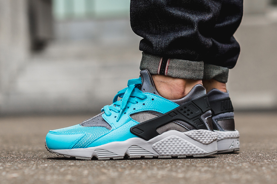 nike-air-huarache-beta-blue