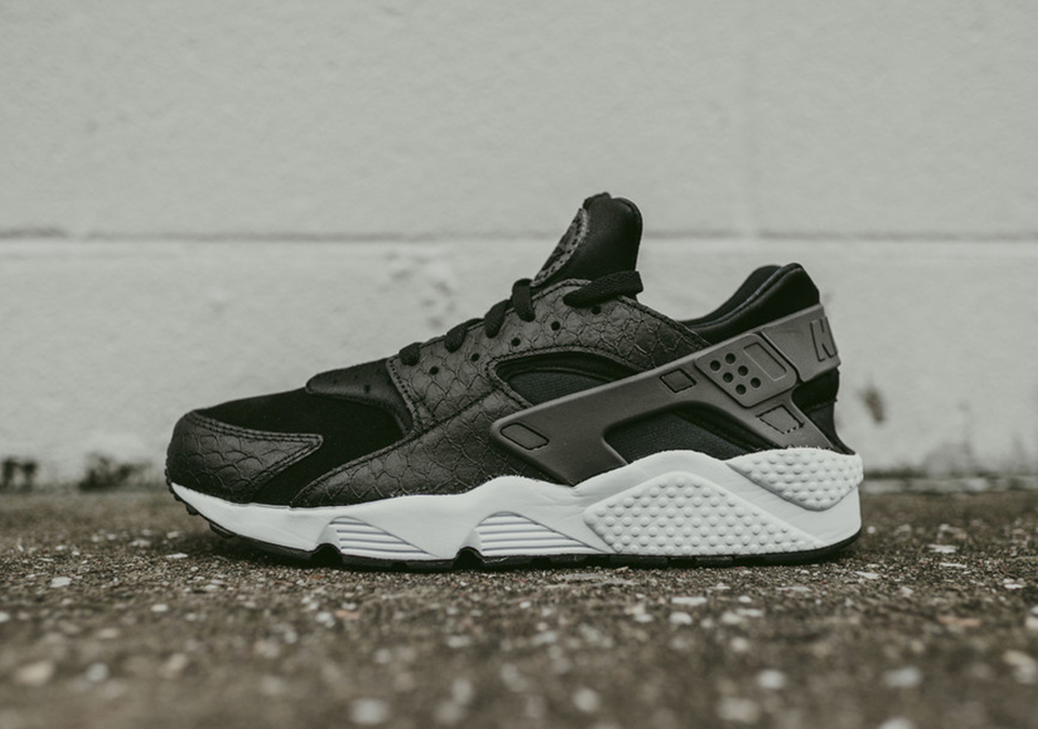 nike-air-huarache-black-snakeskin-available-002