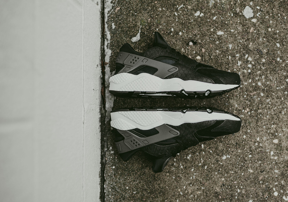 nike-air-huarache-black-snakeskin-available-004