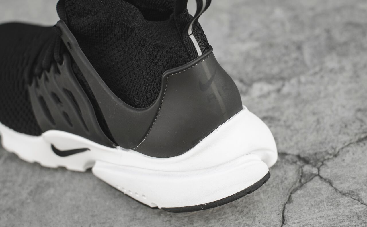 nike-presto-ultra-black-white_02