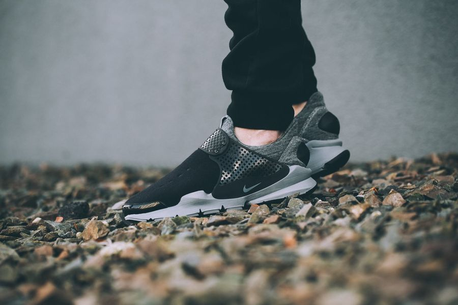 nike-sock-dart-fleece