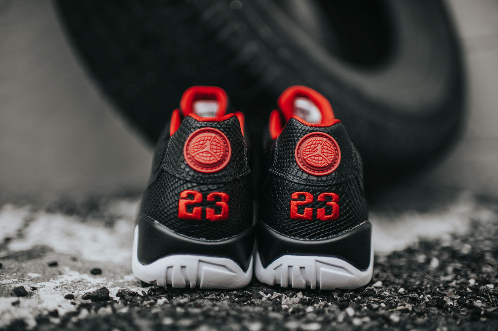 Air-Jordan-9-Low-Black-White-Chicago-4