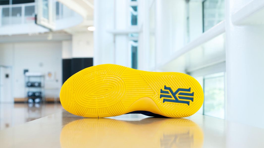 Kyrie-PE-Navy-Yellow-Outsole_hd_1600
