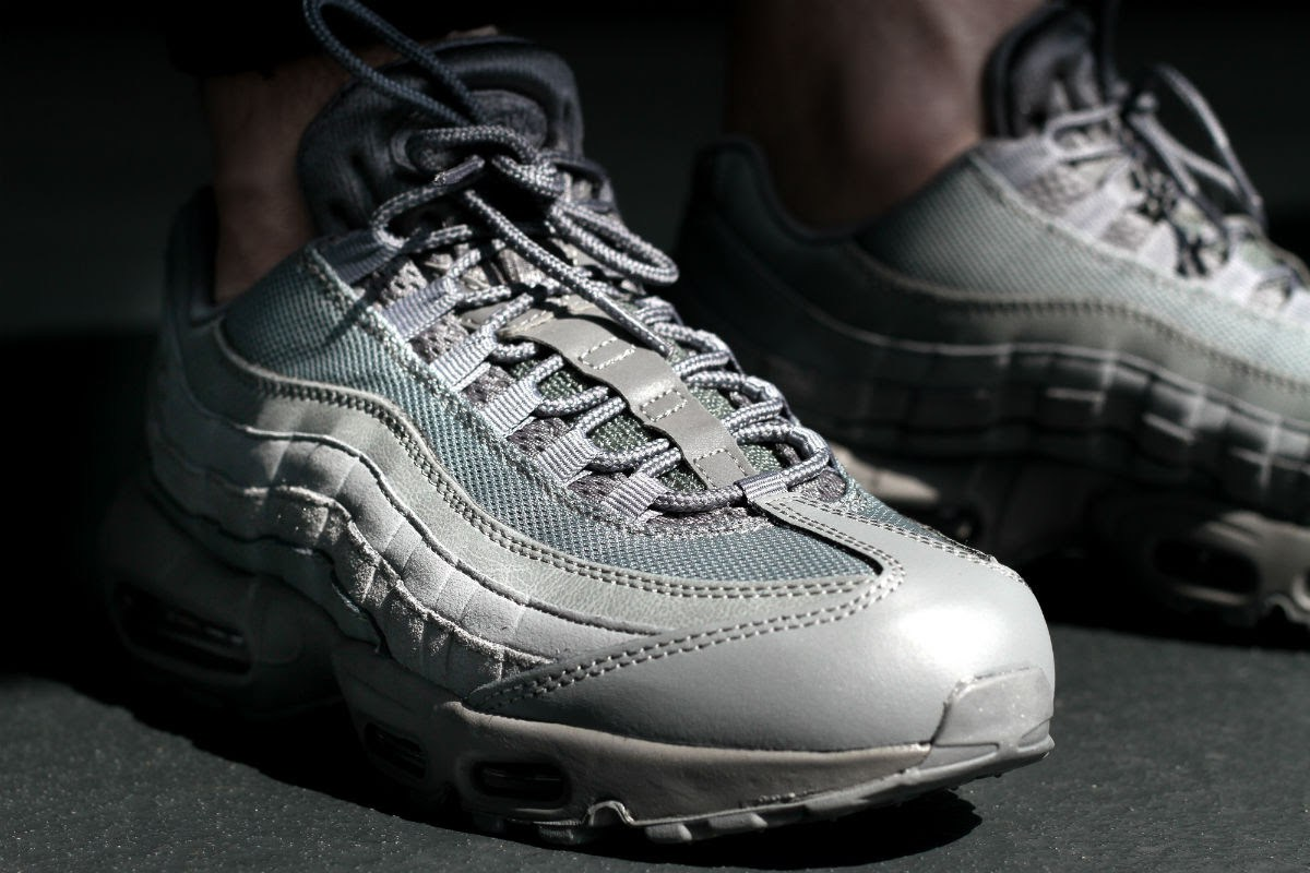 a-closer-look-at-the-nike-air-max-95-essential-cool-grey-3