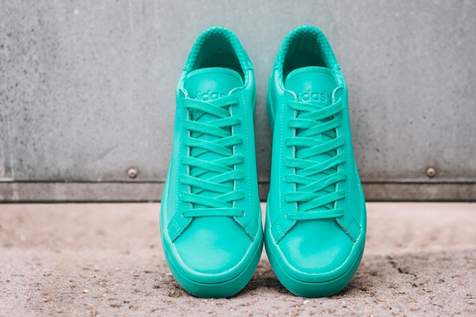 adidas-Court-Vantage-Adicolor-Shock-Mint-1-681x454