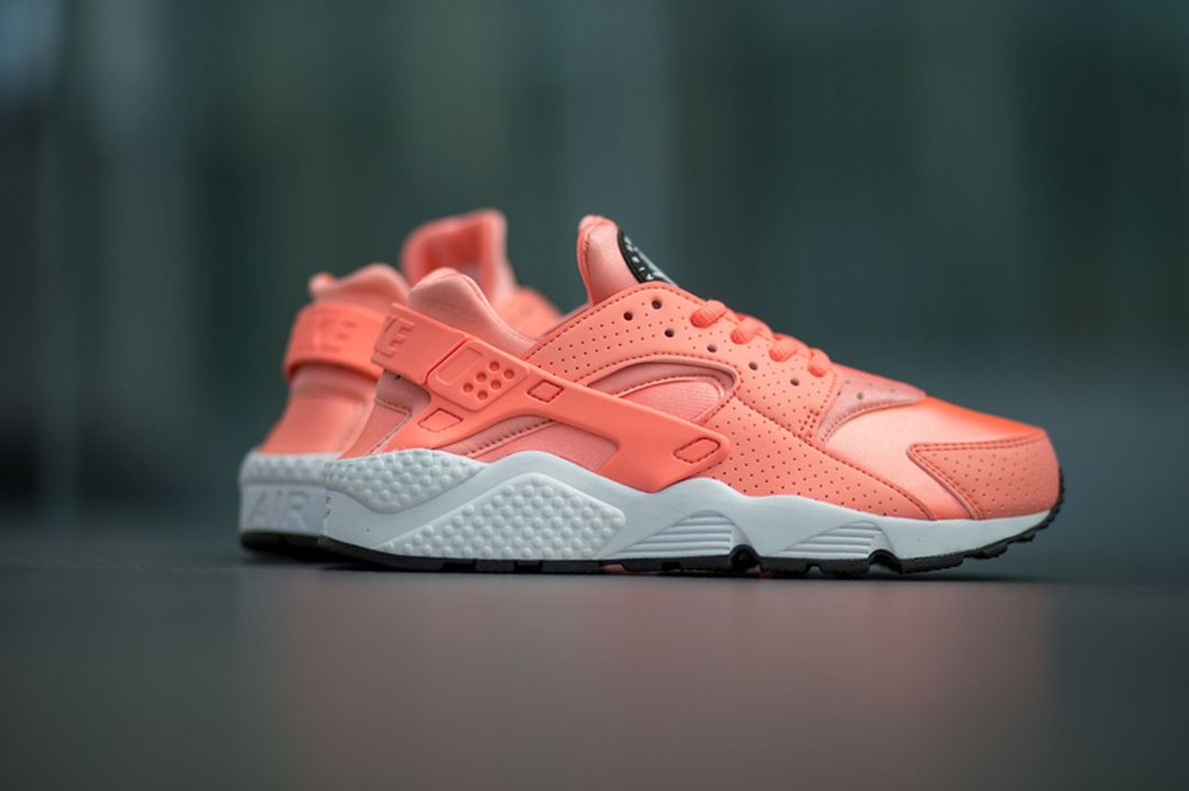 nike-huarache-run-atomic-pink_02