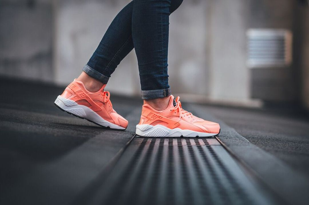 nike-huarache-run-atomic-pink_03