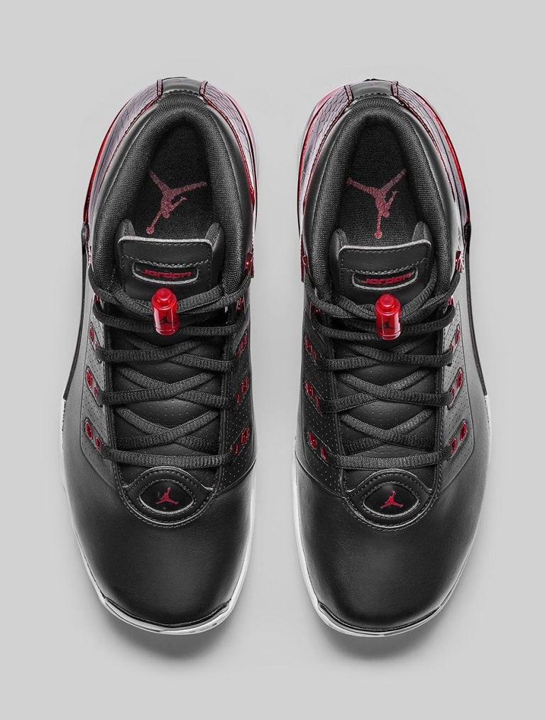 Air-Jordan-17-Retro-Bulls-Black-Red-2-768x1015