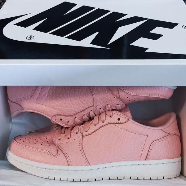 air-jordan-1-swooshless-pink