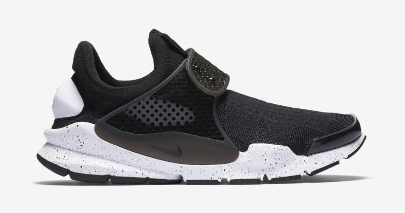 black-white-nike-sock-dart-available-1