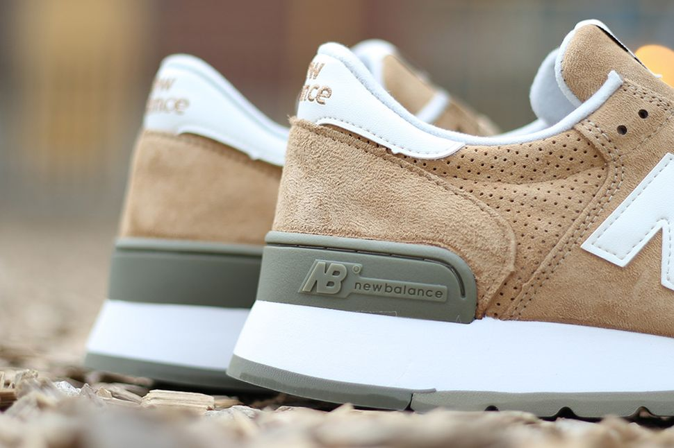 new-balance-m990-beige-green