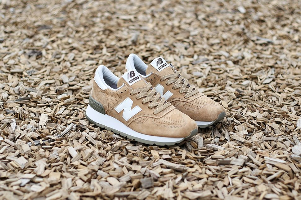 new-balance-m990-beige-green_02