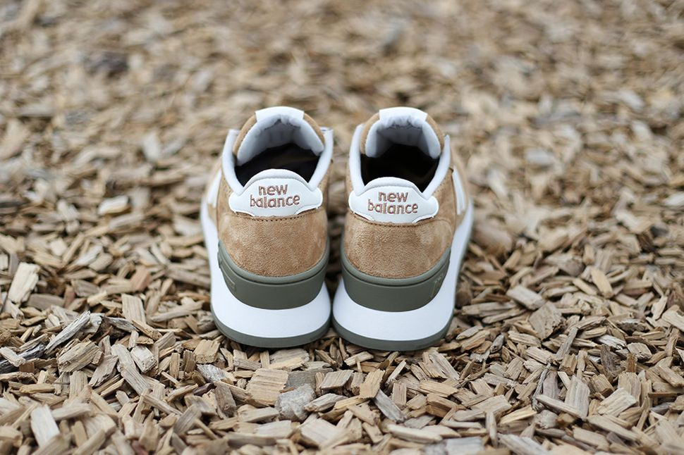 new-balance-m990-beige-green_04