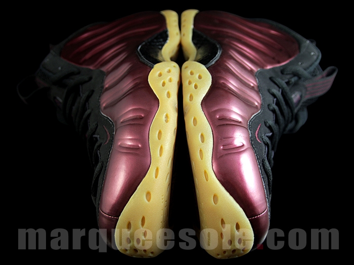 nike-air-foamposite-one-maroon-gum_04
