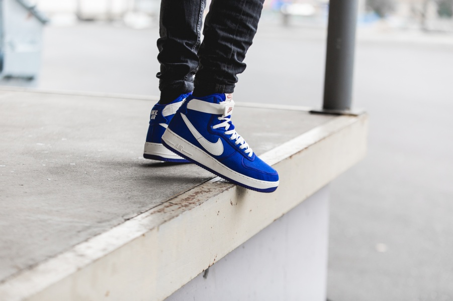 nike-air-force-1-high-retro-blue-white-832747-400-mood-1