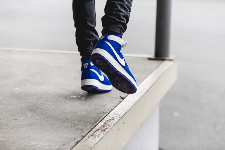 nike-air-force-1-high-retro-blue-white-832747-400-mood-2
