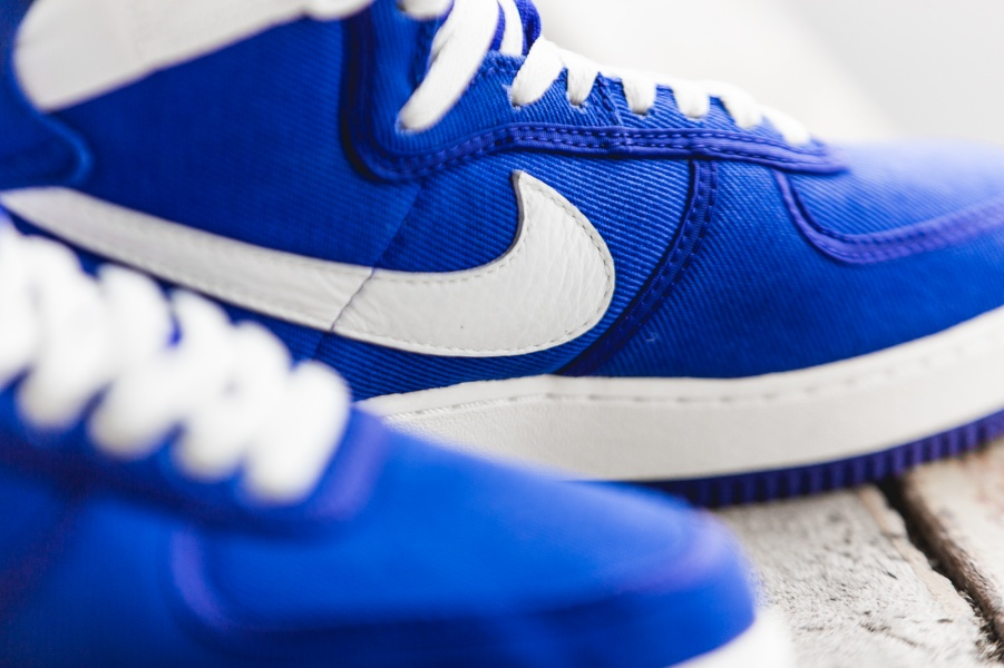 nike-air-force-1-high-retro-blue-white-832747-400-mood-3