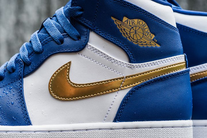 Air-Jordan-1-Retro-High-Deep-Royal-Metallic-Gold-White-Infrared-23-3