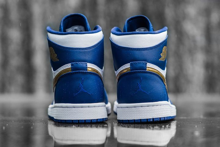 Air-Jordan-1-Retro-High-Deep-Royal-Metallic-Gold-White-Infrared-23-4