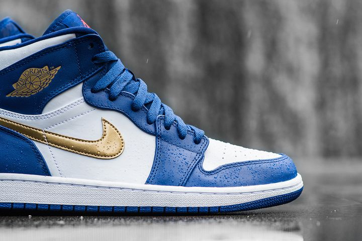 Air-Jordan-1-Retro-High-Deep-Royal-Metallic-Gold-White-Infrared-23-5