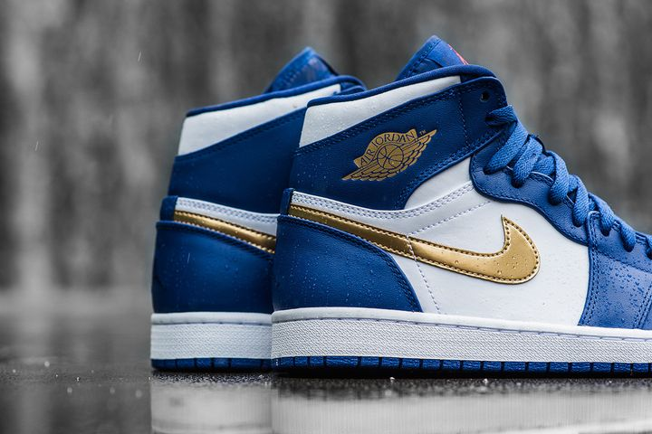 Air-Jordan-1-Retro-High-Deep-Royal-Metallic-Gold-White-Infrared-23-6