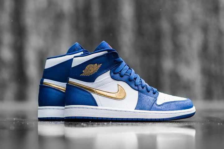 Air-Jordan-1-Retro-High-Deep-Royal-Metallic-Gold-White-Infrared-23-7