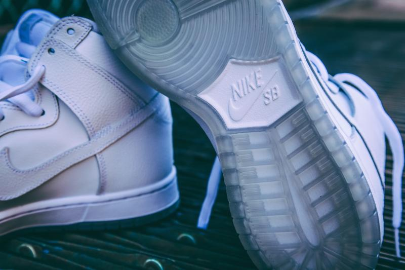 Nike-SB-Dunk-High-White-Light-Base-Grey-2