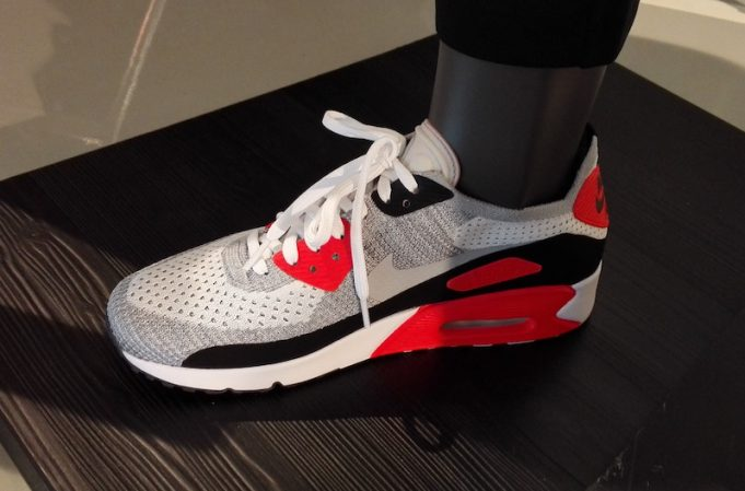 nike-flyknit-air-max-90-infrared-681x449