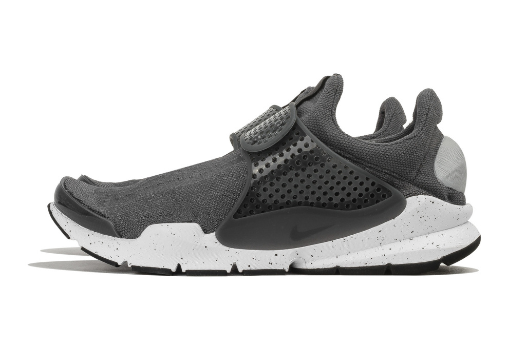 nike-sock-dart-triple-black-2