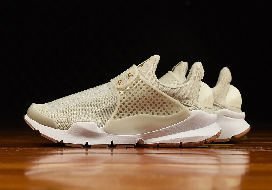 nike-wmns-sock-dart-light-bone-1