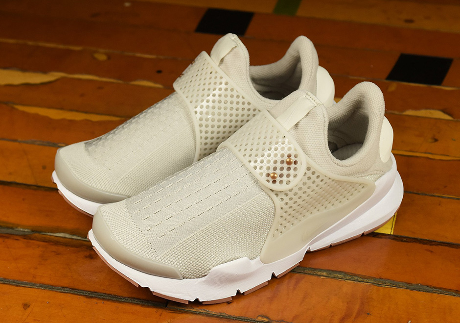 nike-wmns-sock-dart-light-bone-2