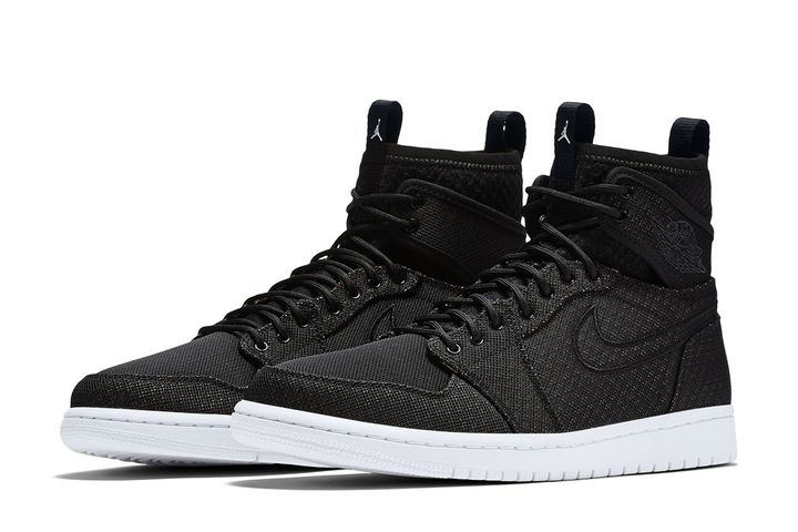 Air-Jordan-1-Retro-Ultra-High-7
