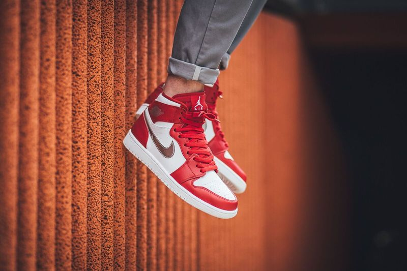 air-jordan-1-high-gym-red-metallic-silver