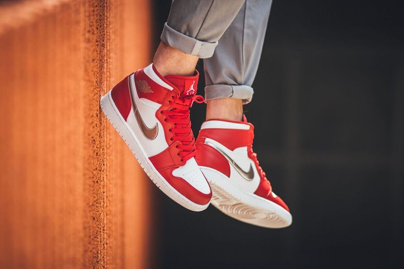 air-jordan-1-high-gym-red-metallic-silver_03