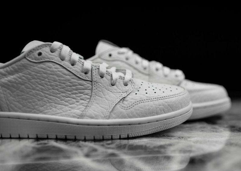 air-jordan-1-swooshless-triple-white_05